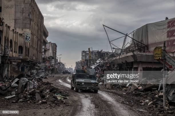 Dawassa Street, West Mosul. A armoured car of the Iraqi federal police's ERD heading to the frontline facing the Old Bridge facing of the old city....
