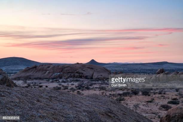 dawn at skitzkoppe - don smith ストックフォトと画像
