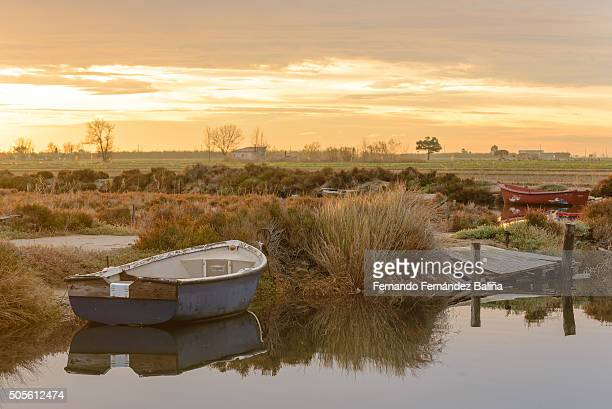 dawn at the pier - delta del ebro fotografías e imágenes de stock