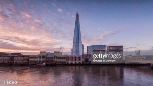 dawn at the shard - riverbank stock pictures, royalty-free photos & images