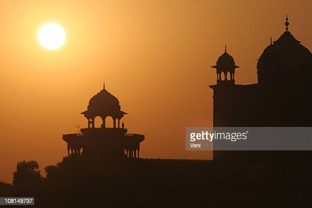 dawn at the taj mahal, agra, india - palace stock pictures, royalty-free photos & images