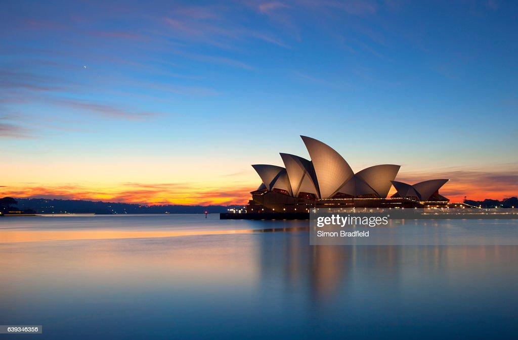 Dawn Breaks Over The Sydney Opera House : Stock Photo