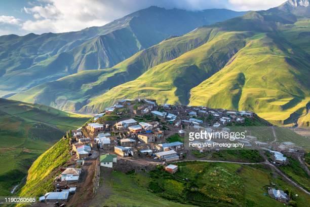 dawn in xinaliq (khinaluq), quba district, azerbaijan - コーカサス山脈 ストックフォトと画像