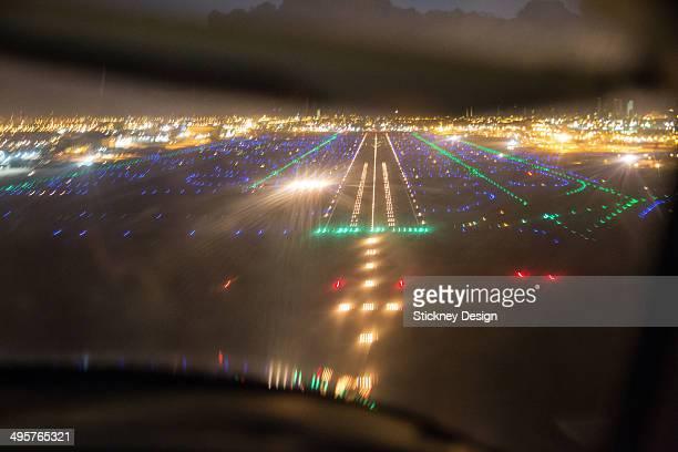 dawn landing at miami  airport in a private plane - aeropuerto internacional de miami fotografías e imágenes de stock