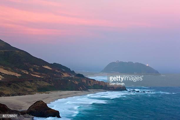 dawn light and pt. sur lighthouse - don smith ストックフォトと画像