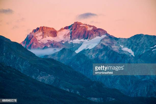 dawn light on the southern alps - snowcapped mountain stock pictures, royalty-free photos & images