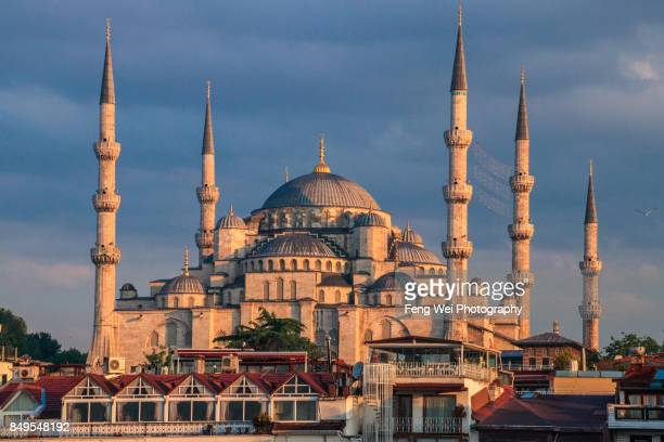 dawn light over blue mosque, istanbul, turkey - blue mosque stock pictures, royalty-free photos & images