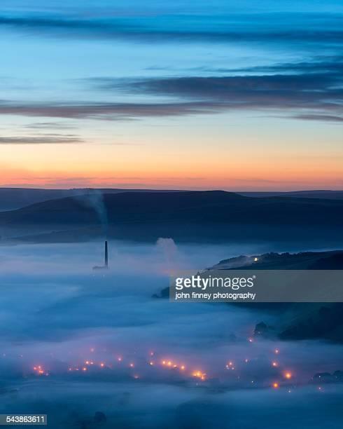 dawn light over castleton village, peak district - smurfs: the lost village stock pictures, royalty-free photos & images