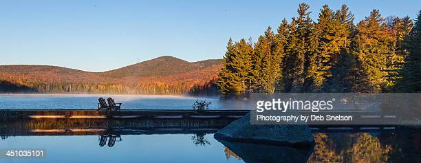 dawn on seyon pond in autumn - montpelier vermont stockfoto's en -beelden