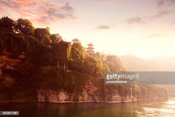 dawn on the yangtze river - yangtze river stock pictures, royalty-free photos & images