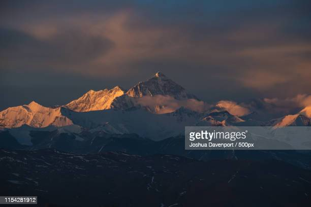 dawn over the himalayas - dawn davenport stock photos and pictures