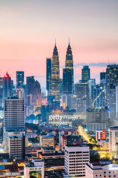 dawn over the twin towers, kuala lumpur, malaysia - kuala lumpur stock pictures, royalty-free photos & images