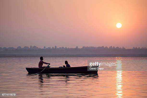 dawn riverboat on the ganges varanasi, india - river ganges stock pictures, royalty-free photos & images