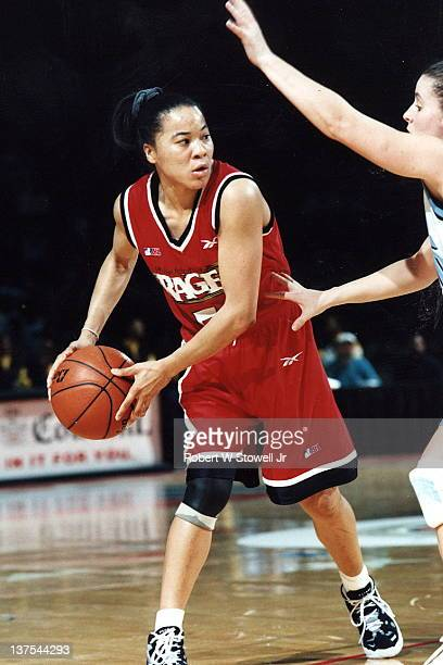 Dawn Staley point guard for the Philadelphia Rage women's basketball team of the American Basketball League looks to pass against the New England...