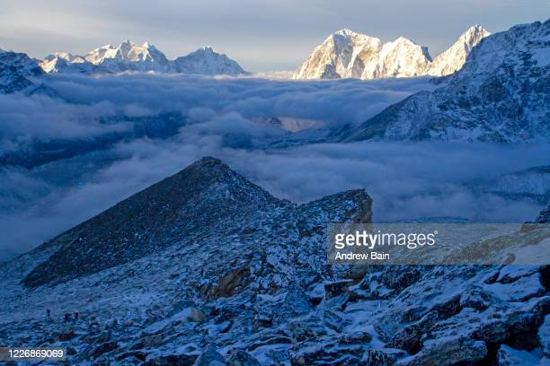 dawn view from kala pattar - khumbu stock pictures, royalty-free photos & images