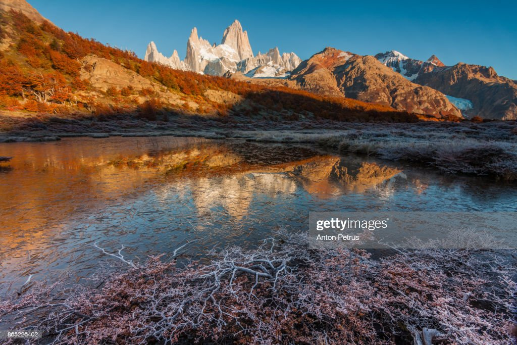 Dawn with hoarfrost near Mount Fitz Roy. Patagonia, Argentina : Stock-Foto