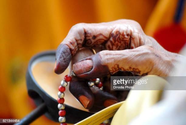 Dawoodi Bohra muslim lady chanting using rosary