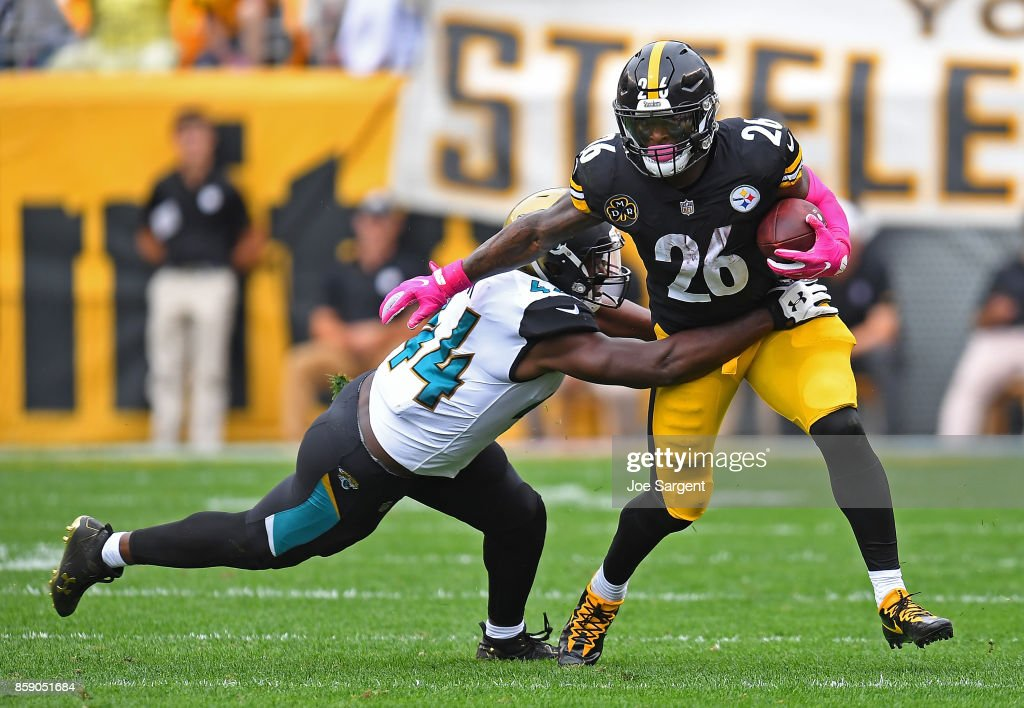 Dawuane Smoot #94 of the Jacksonville Jaguars attempts to tackle Le'Veon Bell #26 of the Pittsburgh Steelers in the first quarter during the game at Heinz Field on October 8, 2017 in Pittsburgh, Pennsylvania.