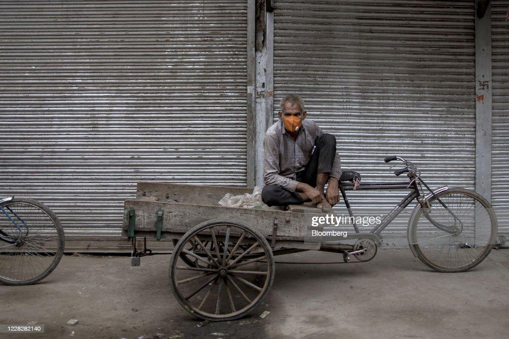 Indias Economy Faces Worst Quarterly Slump Ever After Lockdown : News Photo