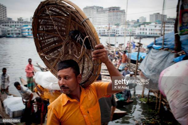 SADARGHAT DHAKA BANGLADESH A day labourer beside the Burigonga River on the day before of World Environment Day A large swathe of the Buriganga River...