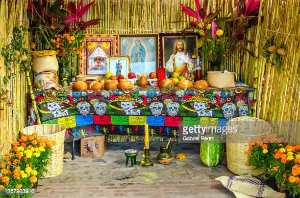 a day of the dead altar in mexico -  キリスト教 伝来の地  ストックフォトと画像
