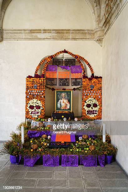 """day of the dead altar with jesus image - """"gerard puigmal"""" stock pictures, royalty-free photos & images"""