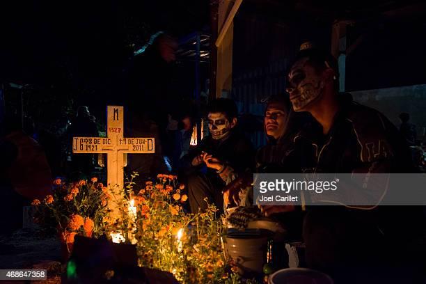 dia dos mortos no cemitério em xoxocotlan, oaxaca, méxico - day of the dead - fotografias e filmes do acervo
