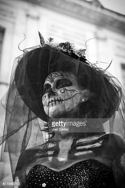 day of the dead costume in oaxaca, mexico - day of the dead fotografías e imágenes de stock