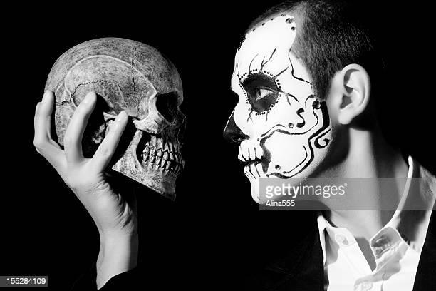 Tag der Toten: Mann mit Totenkopf