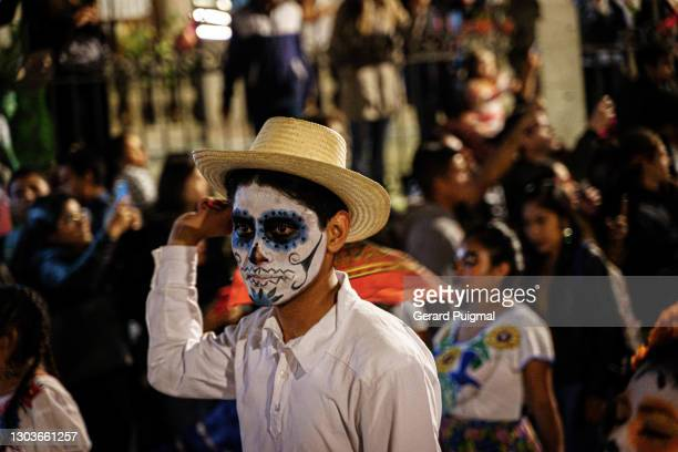 """day of the dead parade - """"gerard puigmal"""" stock pictures, royalty-free photos & images"""