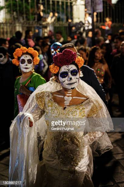 """day of the dead parade - woman with bride dress looking at the camera - """"gerard puigmal"""" stock pictures, royalty-free photos & images"""