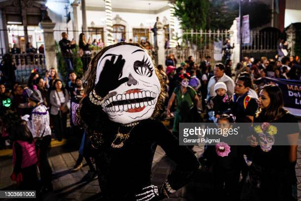"""day of the dead parade - woman with papier mache skull mask - """"gerard puigmal"""" stock pictures, royalty-free photos & images"""