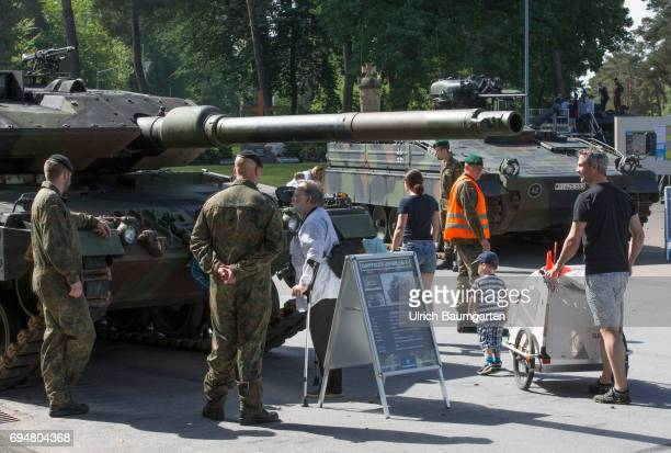 Day of the Federal Army in the General Field Marshal Rommel barracks in Augustdorf Open day for the population In the foreground the battle tank...