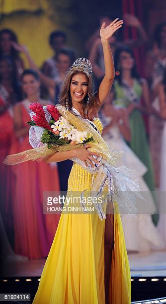 Dayana Mendoza Miss Venezuela waves to the audience as she crowned Miss Universe 2008 at the final of the 57th Miss Universe contest held on July 14...