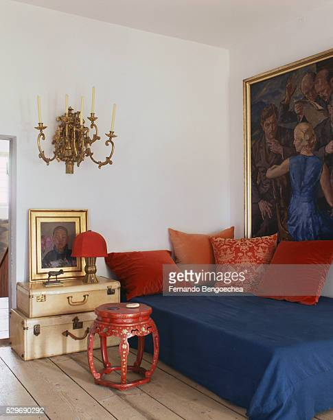 daybed in corner - fernando bengoechea stock pictures, royalty-free photos & images
