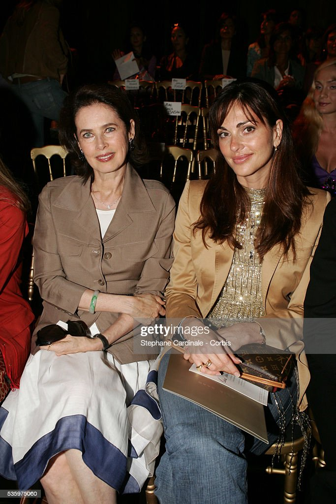 Dayle Haddon (L) and Tasha de Vasconcelos attend the Elie Saab 'Haute Couture' 2005-2006 Fall/Winter fashion collection in Paris.