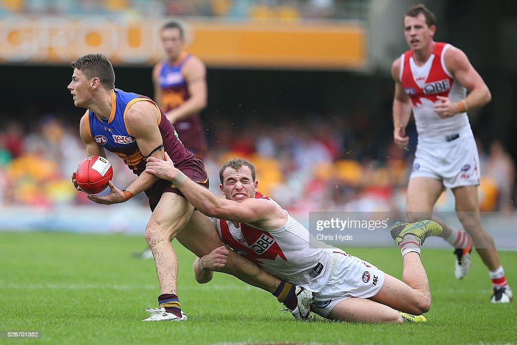 AFL Rd 6 - Brisbane v Sydney : News Photo
