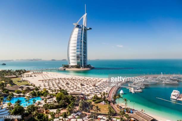 tiro diurno do hotel árabe de burj al - dubai - fotografias e filmes do acervo