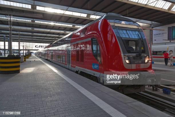 db-baureihe 445 tren en la estación principal de trenes de múnich - gwengoat fotografías e imágenes de stock