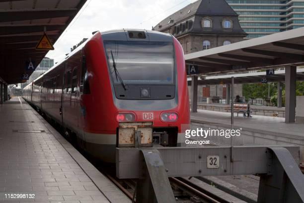 db-baureihe 612 tren en la estación principal de trenes de múnich - gwengoat fotografías e imágenes de stock