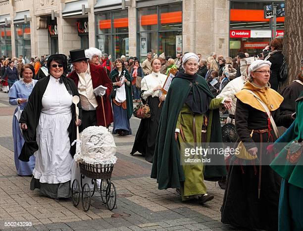Bochum, Ruhr area, Westphalia, North Rhine-Westphalia, NRW, May evening festival 2013, customs, traditions, festival procession, women in traditional...