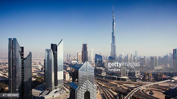 Dbuai sky linea con traffico svincolo e Burj Khalifa