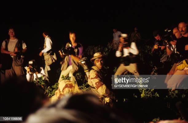Décembre 1992 Arrivée des commandos américains et de journalistes à MOGADISCIO pour l'opération Restore Hope en Somalie