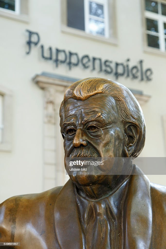 Cologne, memorial to Willy Millowitsch : Foto jornalística