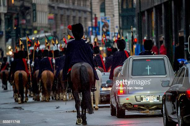 - Décès de la Reine Fabiola de Belgique: transfert de la dépouille de la chapelle du Palais de Bruxelles à la Cathédrale des Saints Michel et Gudule...