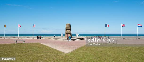 d-day memorial at omaha beach in normandy, france - omaha beach stock pictures, royalty-free photos & images