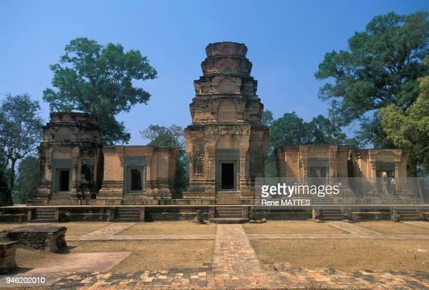 Di? au dieu Vishnou, le temple de Prasat Kravan a ?t? construit en 921 et restaur? il y a une quarantaine d'ann?es. Enti?rement construit en briques...