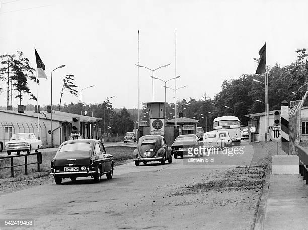 DDRGrenzkontrollpunkt an der Autobahn bei Helmstedt1970