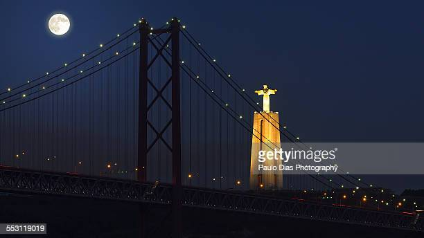 25 de Abril Bridge at Moonlight