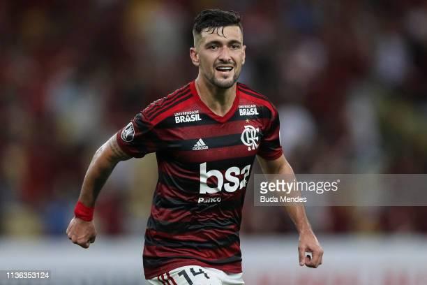 De Arrascaeta of Flamengo celebrates a scored goal during a match between Flamengo and San Jose BOL as part of Copa CONMEBOL Libertadores 2019 at...